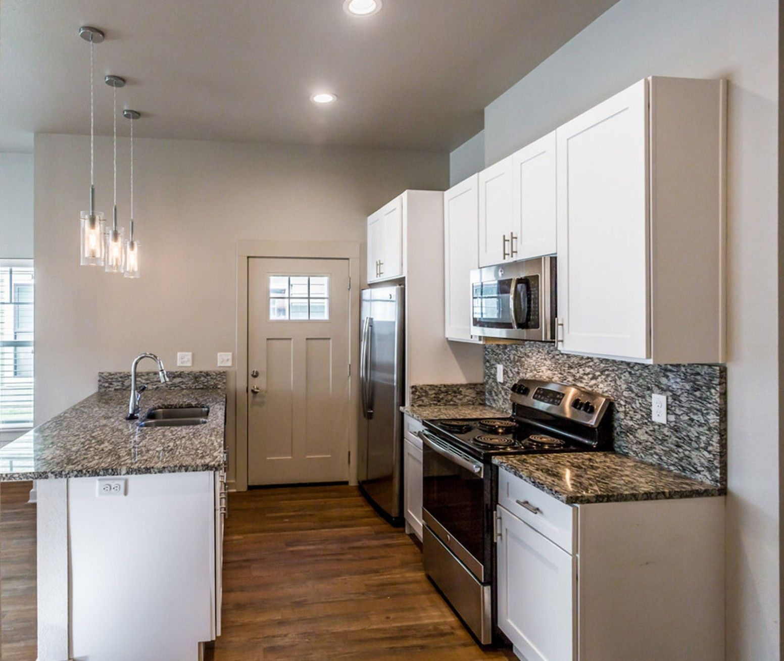 Kitchen Remodeling Little Rock Ar In 2020 Kitchen Remodel Bedroom Apartment Renting A House