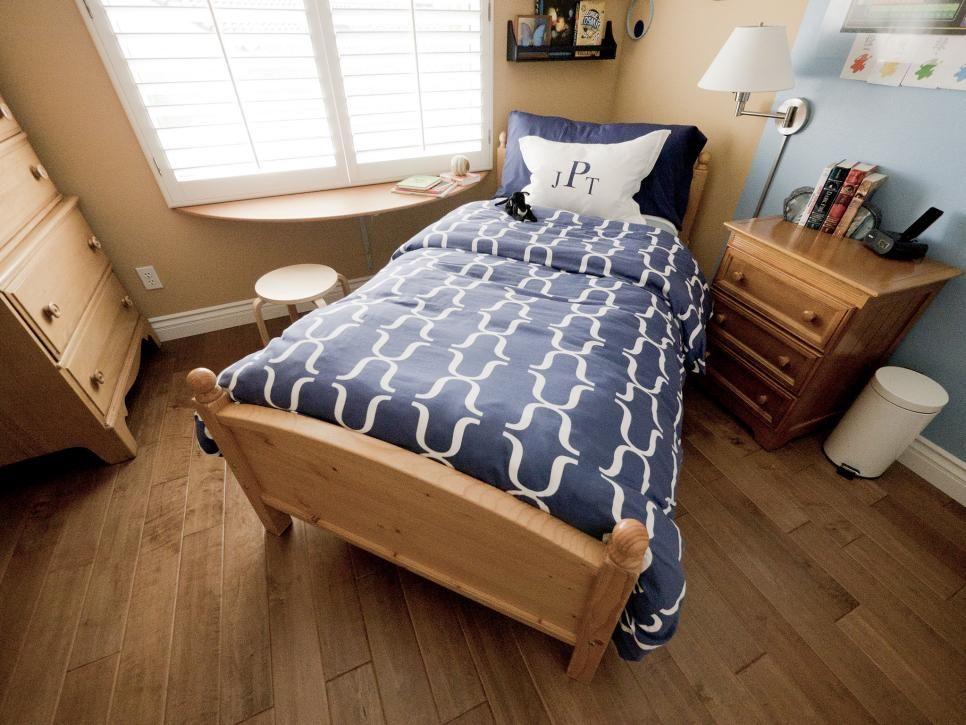 dormitorio para con suelo de madera