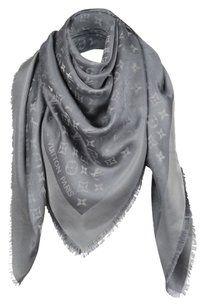 4371468e6a62 Louis Vuitton AUTHENTIC Louis Vuitton Monogram Shine Silver Gray Shawl  M75120