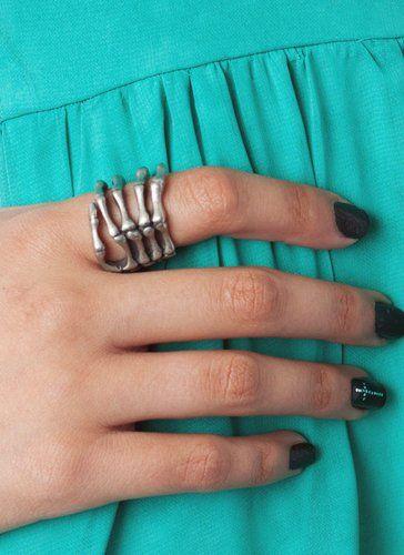 skeleton hand ring / gojane