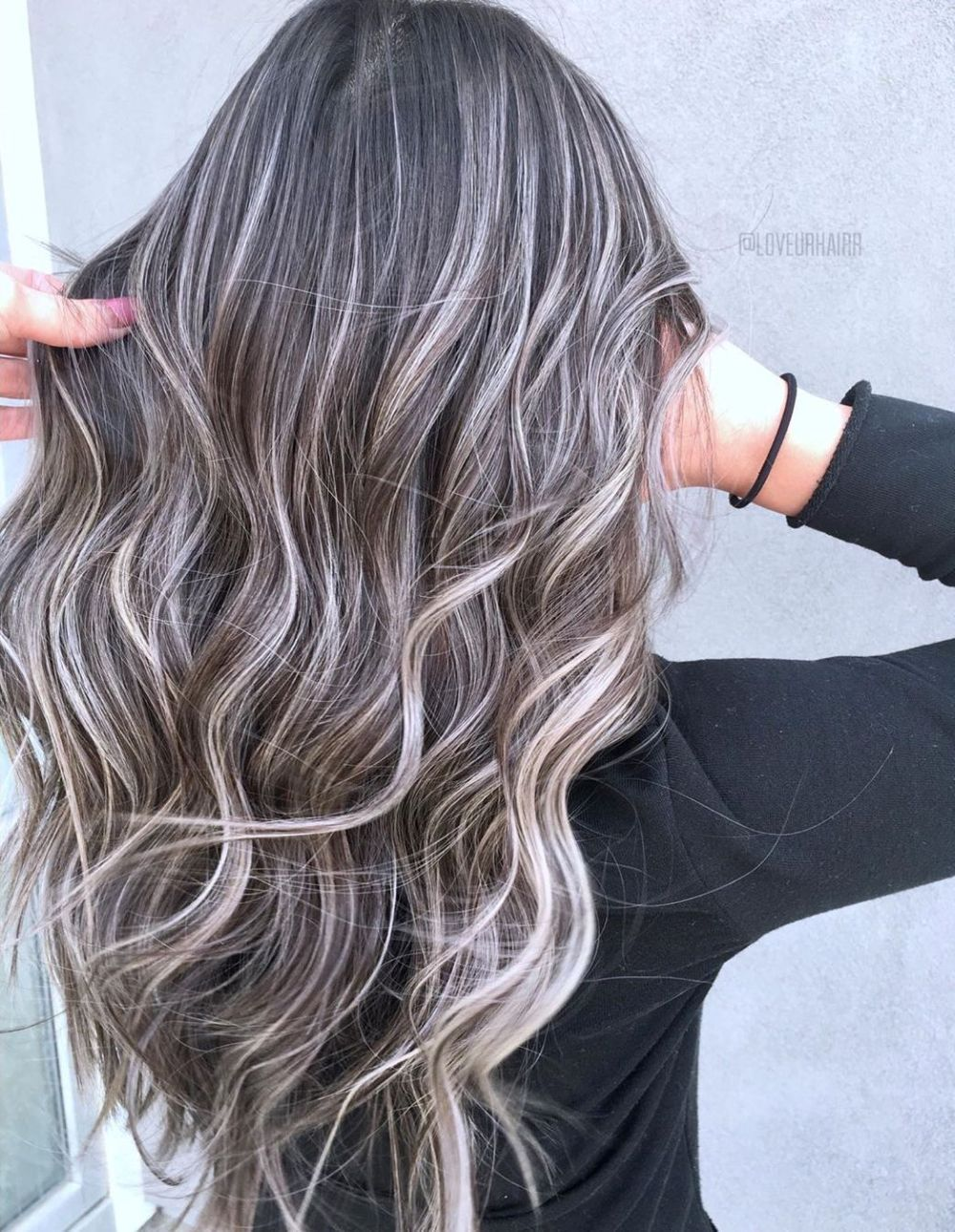 60 Shades Of Grey Silver And White Highlights For Eternal Youth Eternal Grey H Dark Hair With Highlights Blonde Highlights On Dark Hair Blonde Highlights