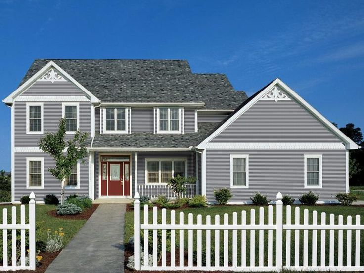 Certainteed Vinyl Siding Arctic Blend White Trim With Scallops As Ranch House Exterior Certainteed Vinyl Siding Vinyl Siding House