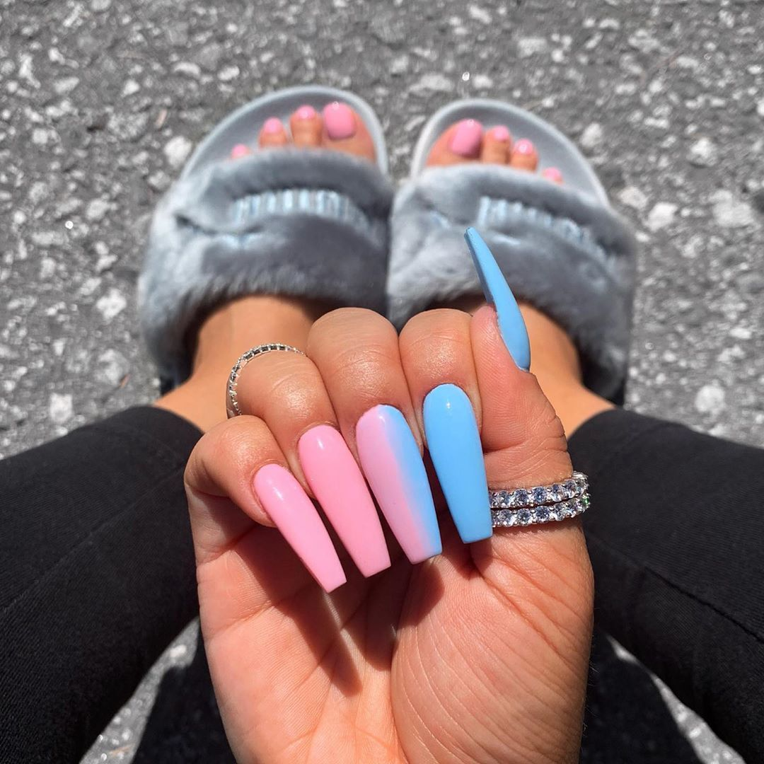 "سايه شريلو🌹 on Instagram: ""Cotton candy vibes🍬🦄 what's your nail color atm? Comment below👇🏽"""