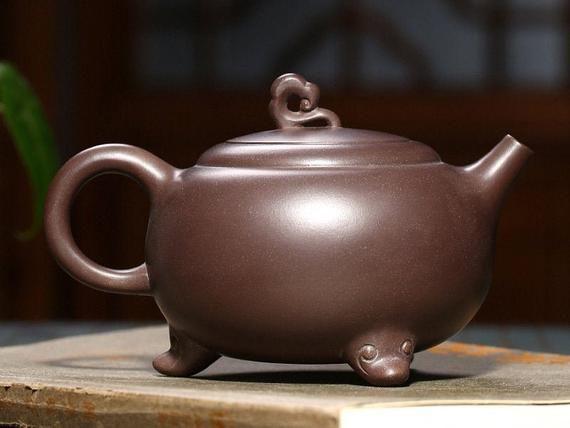 Material: Yixing Zisha clayDimensions: 157x90x100mmCapacity: 400mlOrigin: ChinaDescription: Handmade teapot.