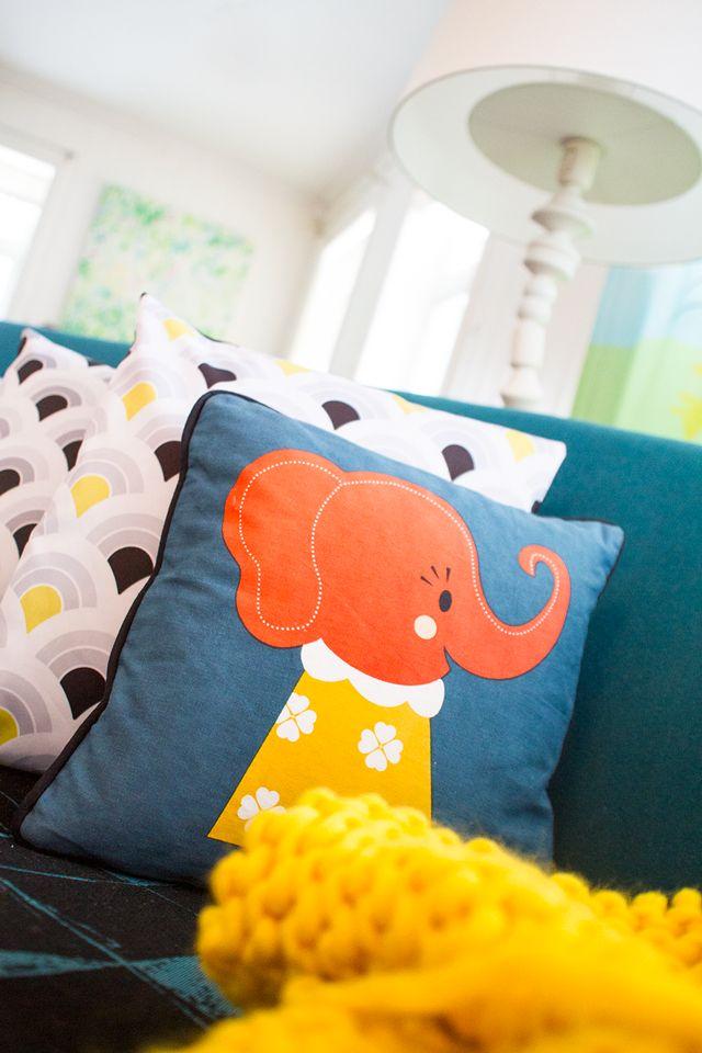 Interior at Casa Snøstorm. Pillows by Darling Clementine and Snøstorm. Curtains from Marimekko. Contest @nib Norske interiørblogger http://www.snostorm.no/blog/interiors/tekstil/nib-utfordring-tid-for-kontraster/