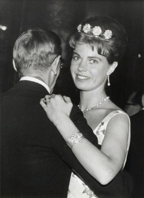 ♔R4R Photo Marathon: Swedish TiarasPrincess Margaretha of Sweden wearing the Four Button Tiara