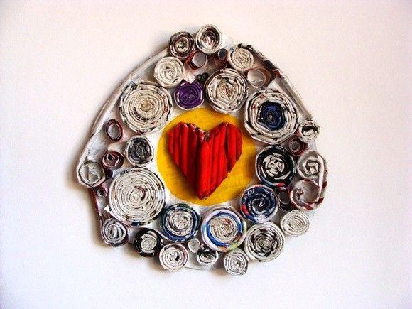 Quadro coração de papel. Todo feito com papelão, papel de revista e jornal - da série Apologia ao Amor! R$15,00
