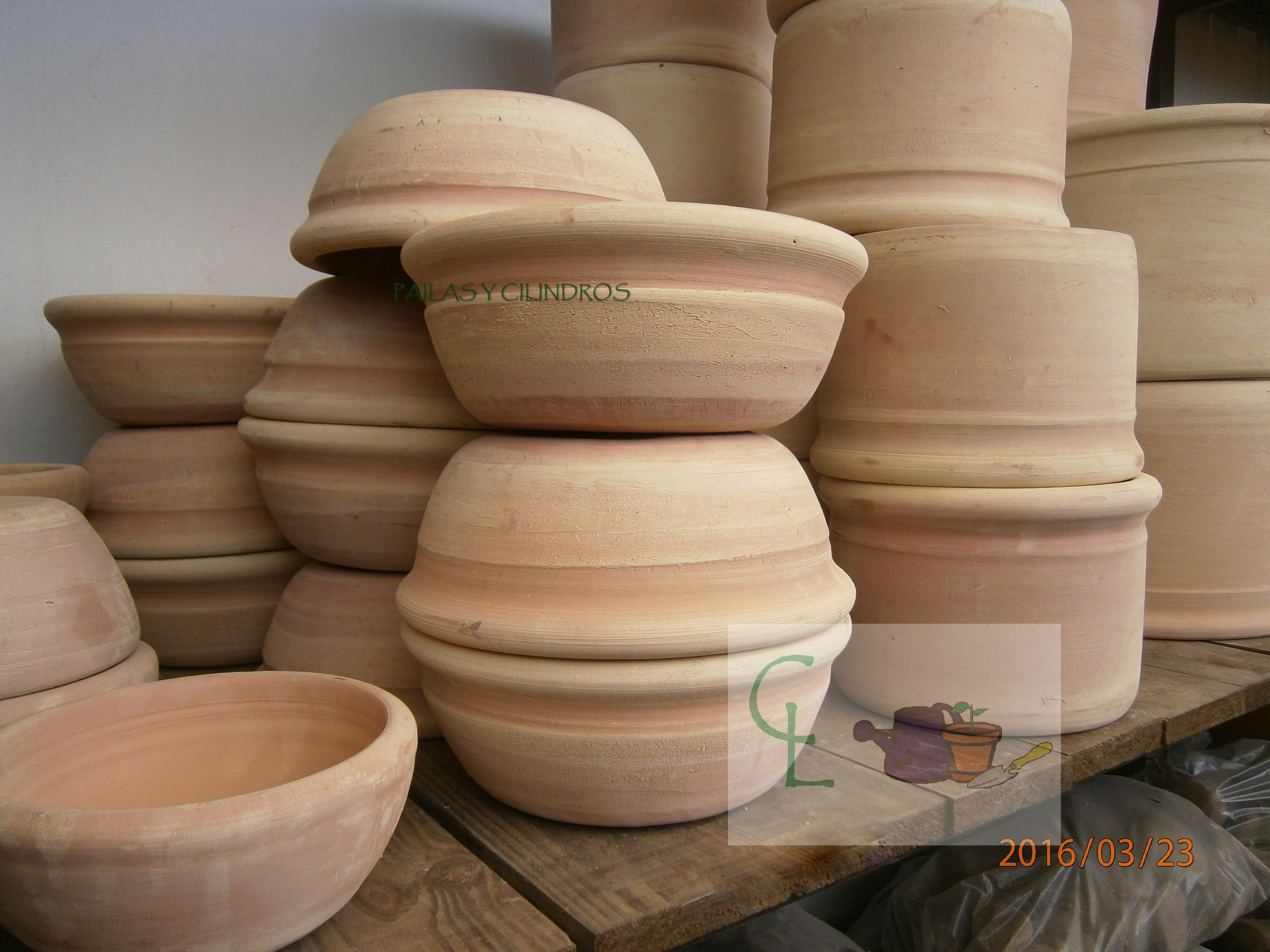 Pailas y cilindros mendocinos alfareria macetas de - Macetones de barro ...