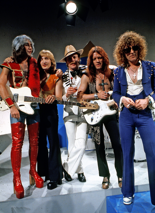 Mott The Hoople 1973 Jack The The Man Who Hit His Head On Our Toilet In Red All The Young Dudes Mott The Hoople Glam Rock