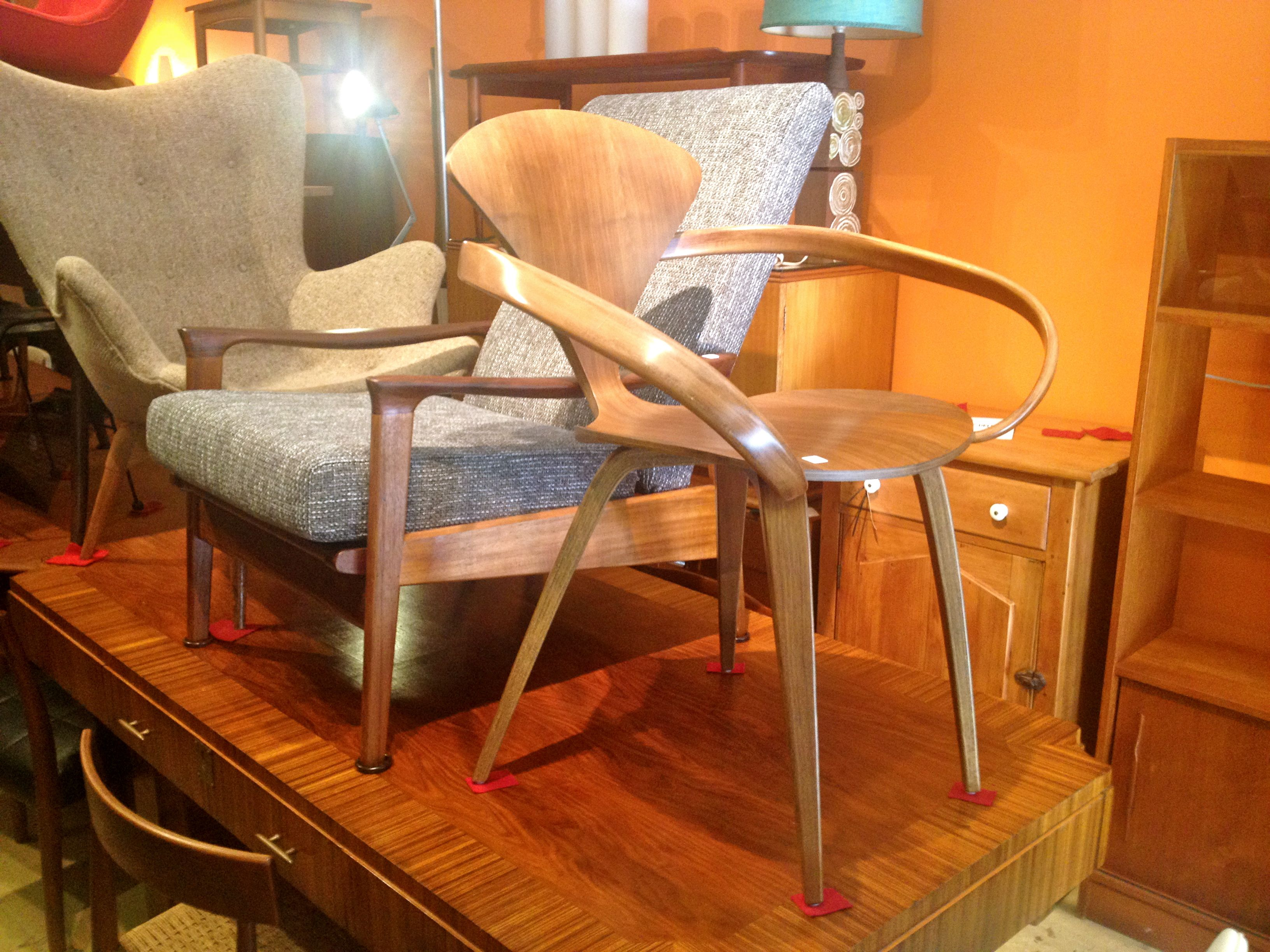 Attirant Milton Revival Furniture