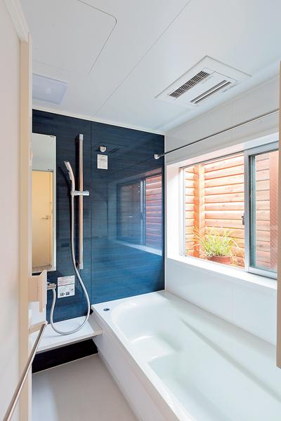モダンな印象のシステムバス 家を建てる 家 バスルームの色