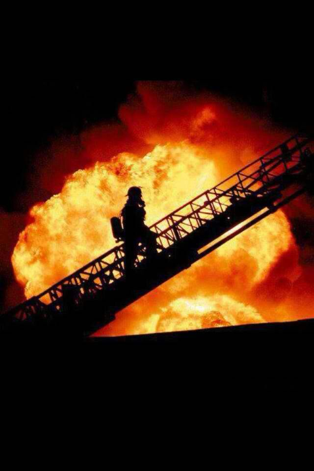 Pin By Benjamin Rasmussen On Fire Fighting Fire Life Firefighter Pictures Firefighter