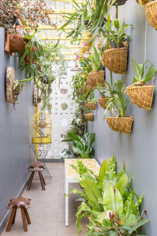 Design Teams At Debaixo Do Bloco Create A Stunning Art Gallery In Sao Paulo Entirely From Neat Concrete Blocks Living Wall Decor Rooftop Garden Mini Garden
