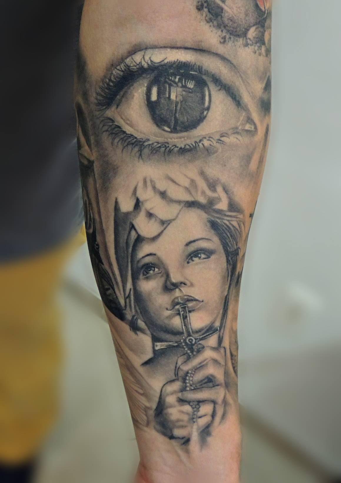 Tattoo Realismo ilario tatuagem ES serra preto e branco ...