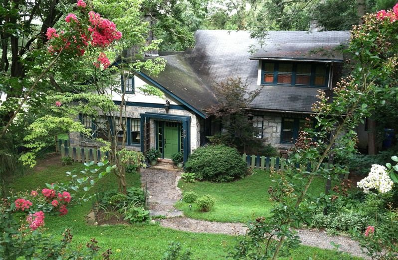 Asheville Green Cottage in Asheville, North Carolina B&B