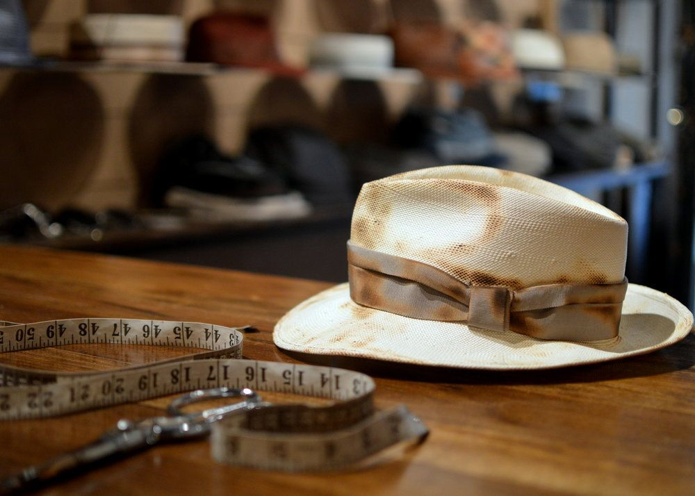 Distressed White Fedora Classic Design One Of A Kind Brings Character To The Individual Hats For Men White Fedora Fedora