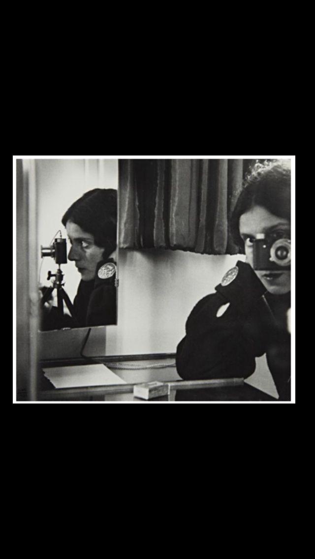 "Ilse Bing - "" Self-portrait with Leica "", Paris, 1931 - Gelatin Silver Print - 26,7 x 30,5 cm"