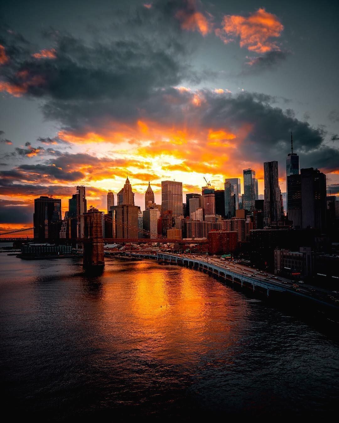 New York S Listening Ear Is Here Spork New York Wallpaper Sunset In Nyc Sunset City