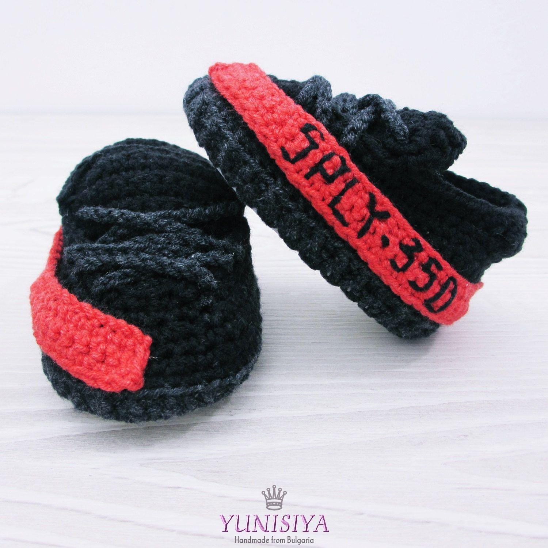 bd7efa6fec4df Baby shoes, baby booties crochet, Yeezy, Black and Red, newborn ...