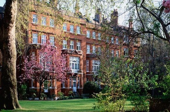 A London Hotel Where James Bond Goes Incognito Draycott Hotel Top London Hotels Boutique Hotels London
