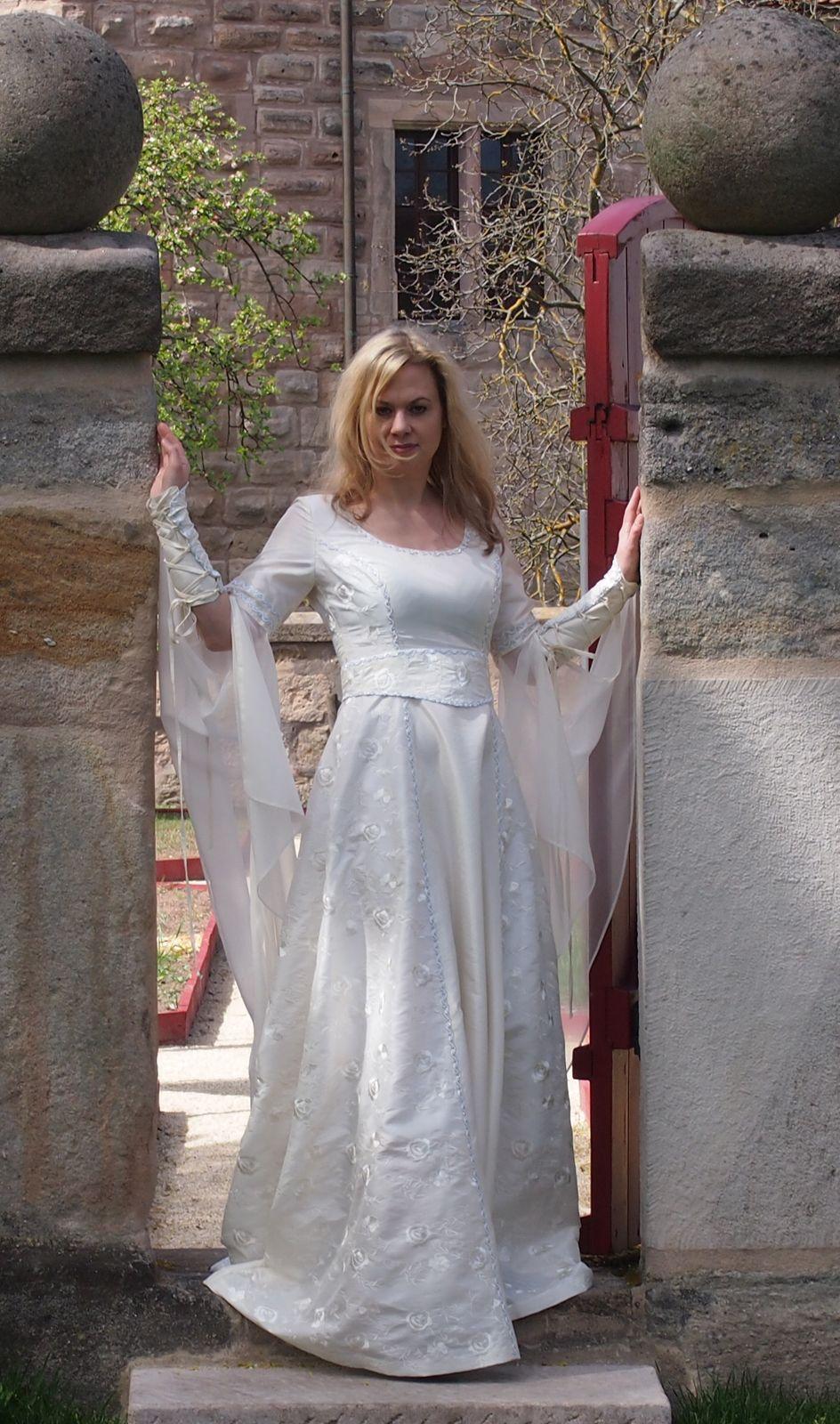 Brautkleid Mittelalter | Mittelalter Hochzeitskleid | Pinterest ...