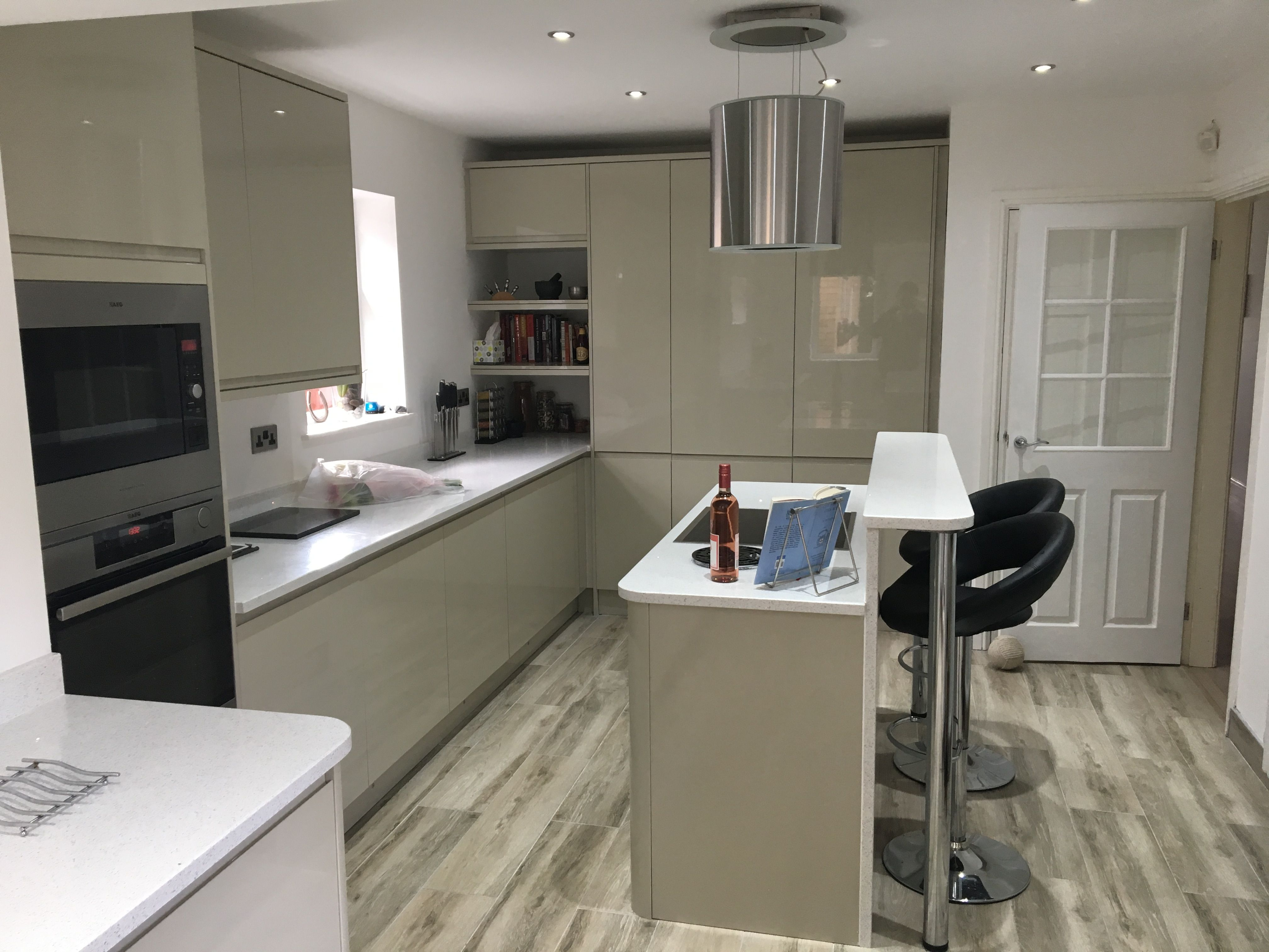 A beautiful Howdens Clerkenwell gloss flint grey kitchen designed by ...