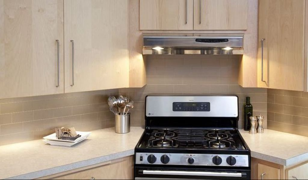 Small Kitchen Layout With Stove In The