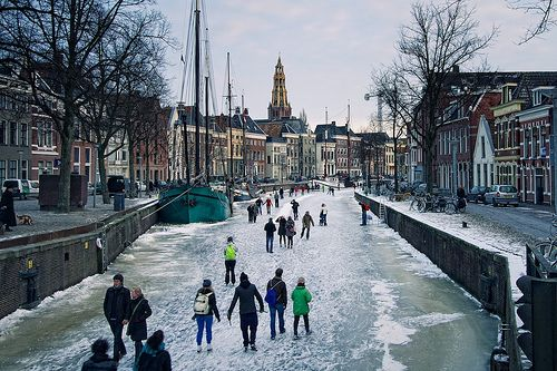 25 cool pictures of frozen canals