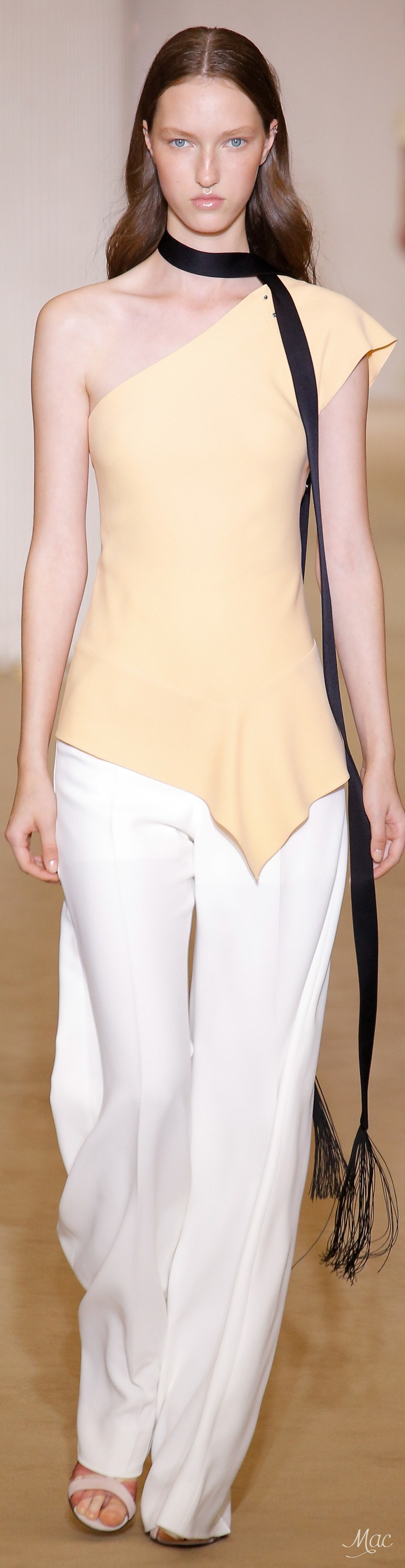 Spring 2017 Ready-to-Wear Roland Mouret