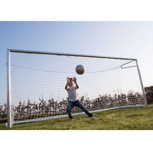 Jalkapallomaali jonka edustalla on mukavaa olla torjumassa. Avynan alumiininen jalkapallomaali koostuu 9 osasta ja se on helppo ja nopea koota