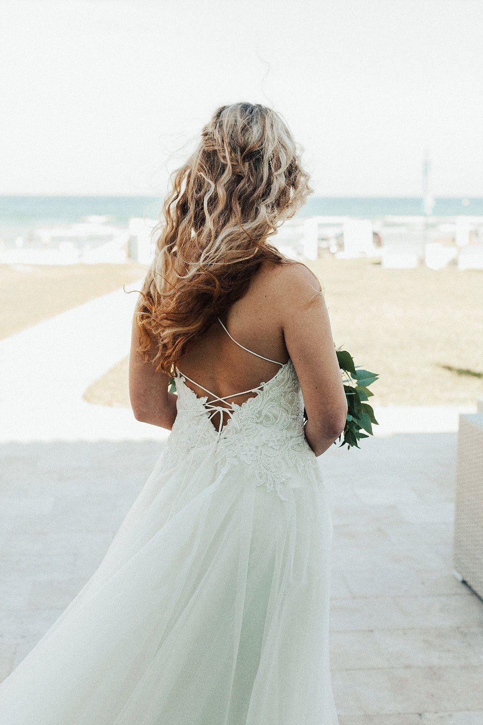 The Salty Mermaid Beach Wedding Lola Grace Bridal Daytona Beach Wedding In Rebecca Ingram S Marjorie Gown Wedding Dresses Mermaid Beach Lola Grace