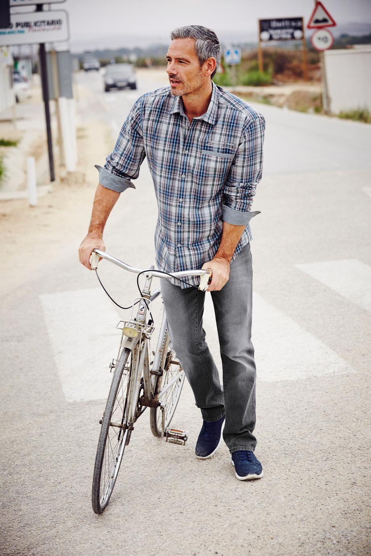 Das Flanellhemd – ein Must-have für den Kleiderschrank. Vor allem, wenn er so schön und bequem ist wie hier: 100% Baumwolle, Comfort-fit und Kentkragen machen das Hemd zum neuen Lieblingsteil, das mit nahezu allen Hosen kombiniert werden kann.