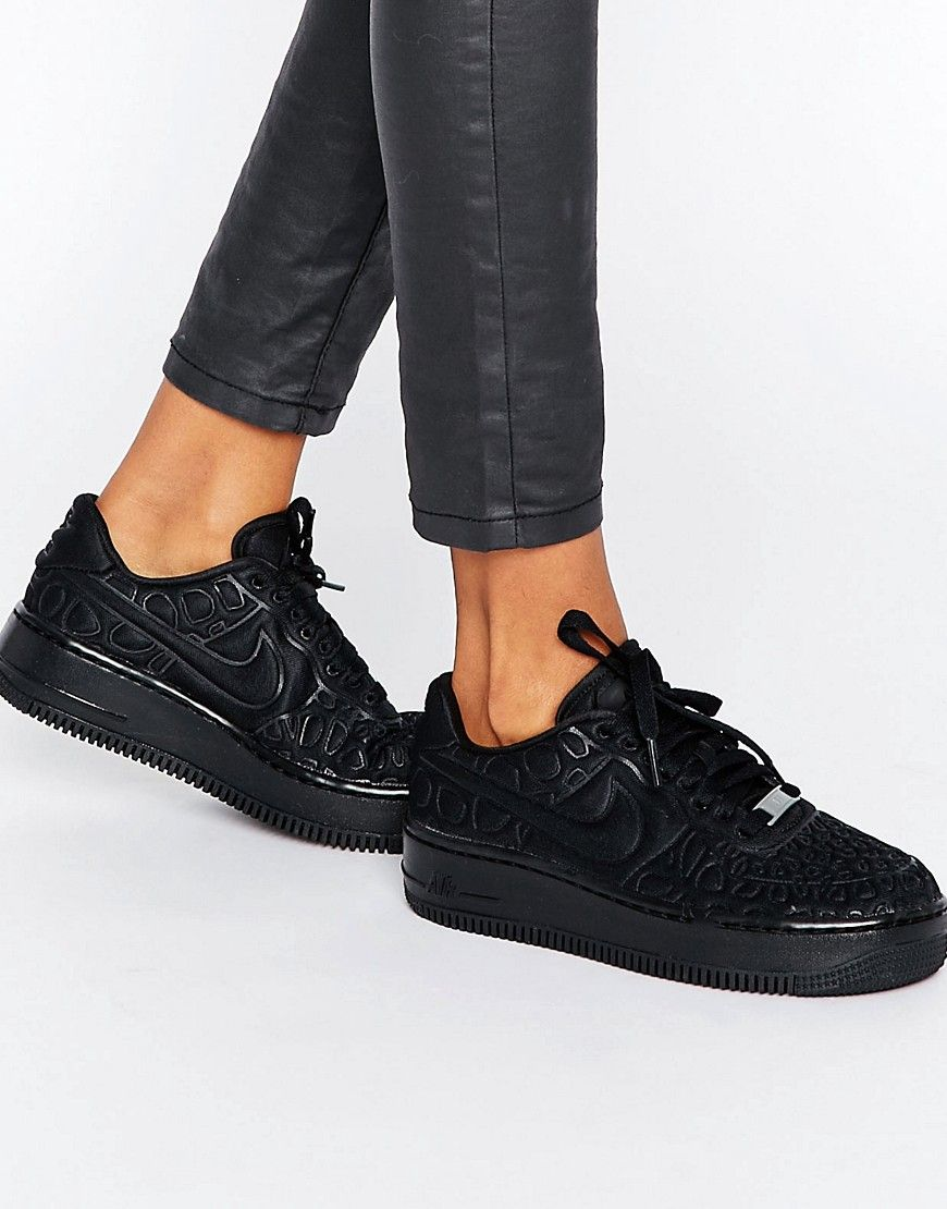 Shop Nike Air Force 1 Upstep Trainers In Black at ASOS.