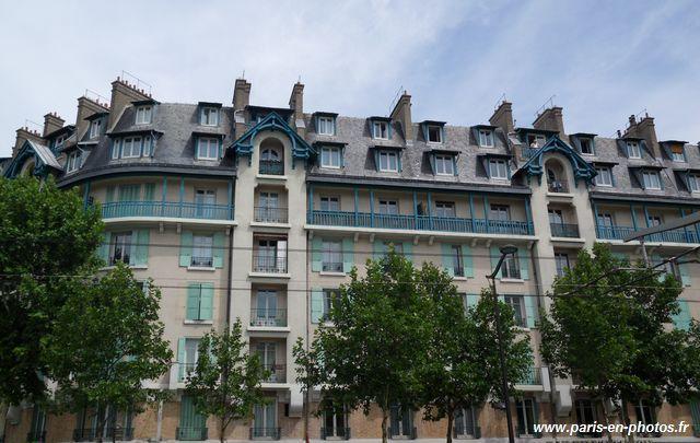 Autre façade néo normande au 5, boulevard Victor Paris 75015.