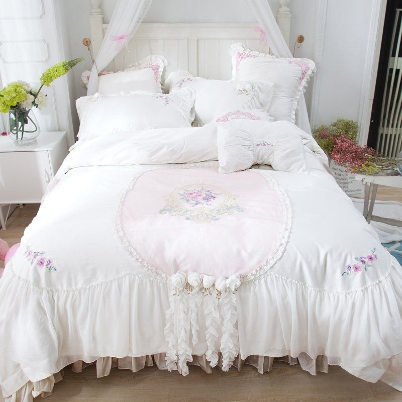 Vintage Romantic White Rosette Pattern Victorian Lace Sophisticated Elegant Attached Dust Ruffl King Size Bed Linen Duvet Cover Master Bedroom Lace Bedding Set