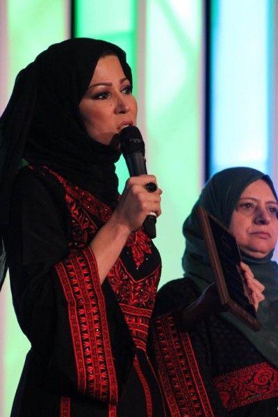 بالصور جمال خديجة بن قنة بالثوب الفلسطيني يبهر متابعيها دنيا الوطن Fashion Abaya Culture