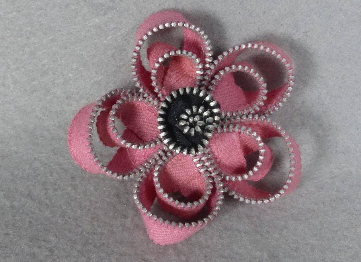 Broche flor de cremallera Pin amapola rosa por Pocketfullposies