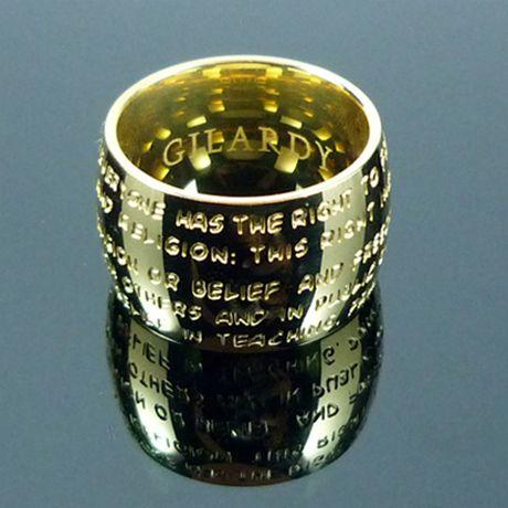 GILARDY HUMAN RIGHTS Ring aus Edelstahl 18 Karat gelb