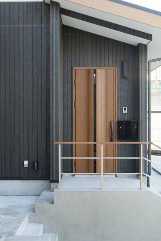 住宅 外観 おしゃれまとめの人気アイデア Pinterest Sachxc 画像あり 玄関 引き戸 玄関ドア リクシル 住宅 外観