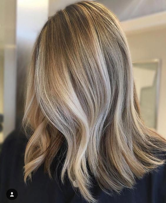 35 Sophisticated & Summery Sandy Blonde Hair Looks #haircolorbalayage #champagneblondehair