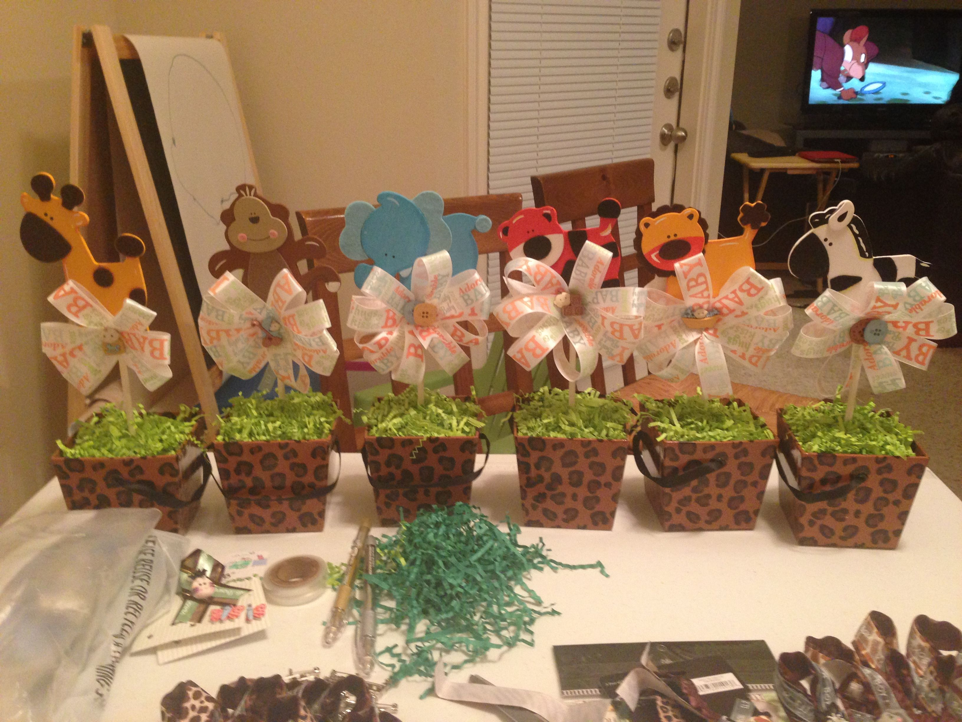 Jungle themed centerpieces diy pinterest for African party decoration