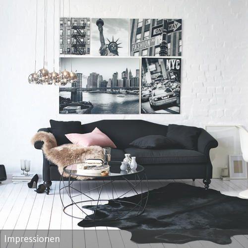 Gegensätze Ziehen Sich An: Die Weißen Dielen Bieten Die Perfekte Bühne Für  Das Schwarze Sofa In Diesem Wohnzimmer. Passende Deko Elemente Und Ein U2026