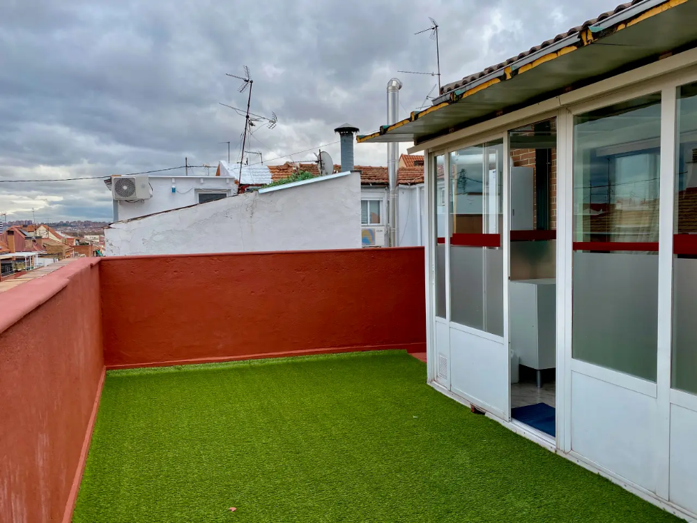 Salvador Precioso Atico Terraza Wifi Netflix Apartamentos En Alquiler En Madrid En 2020 Alquiler Apartamentos Casas Alquiler