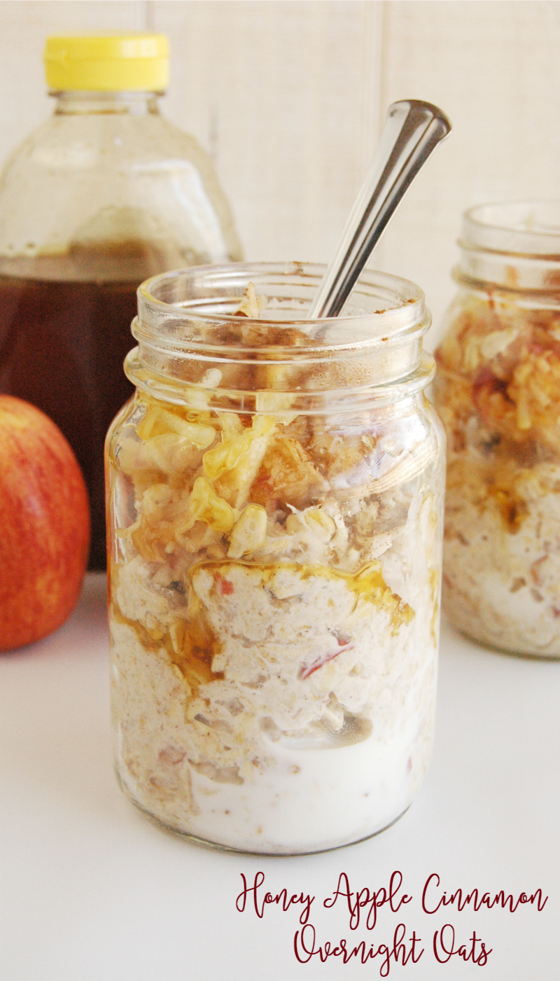 If you love apple pie, than you're going to LOVE this Honey Apple Cinnamon Overnight Oats Recipe! Cause who doesn't love dessert for breakfast? This is totally a healthy and delicious overnight oats recipe that the whole family will love!