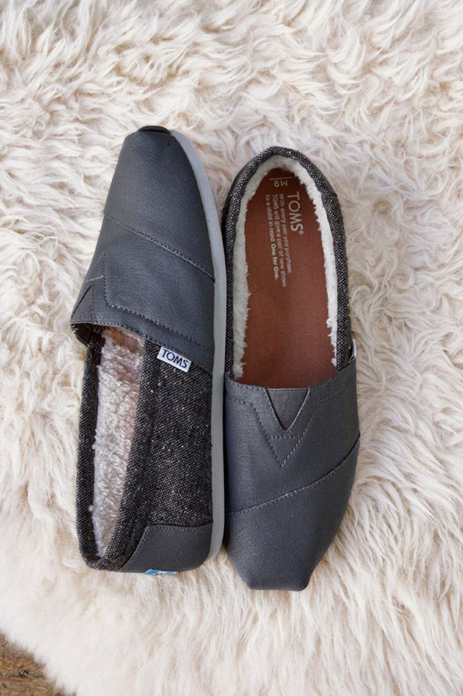 51b5a6e3ec3 Castlerock Grey Coated Canvas Men s Classics are lined with faux shearling  to keep you warm.