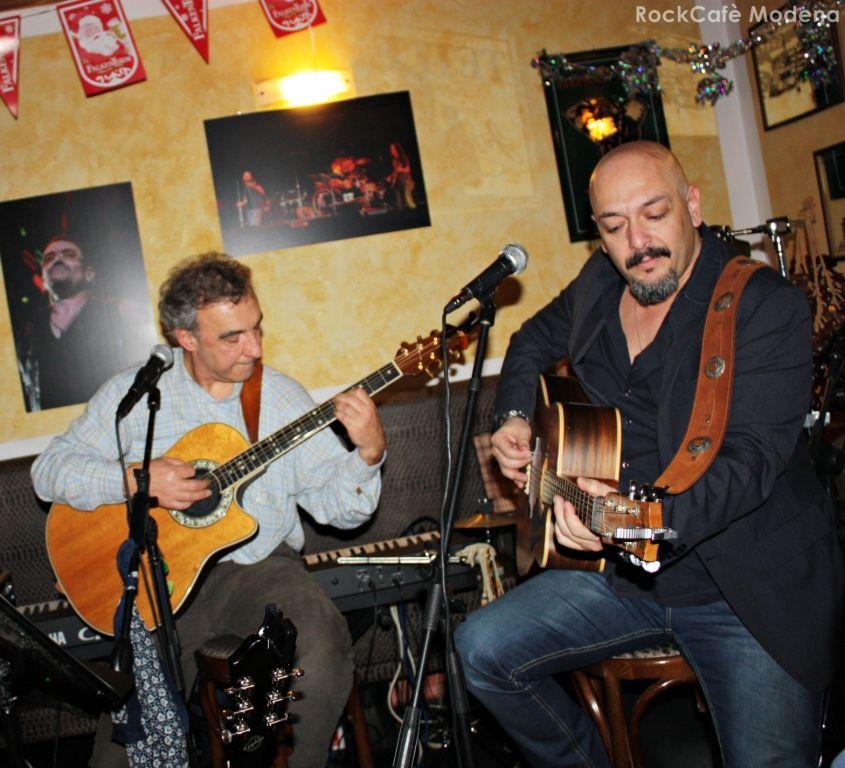 20.12.2014 Musica LIVE con Giordano Cestari, tra covers e inediti #musica #music #live #food #pizza #hamburger #patatinefritte #cocktail #birra #modena #rockcafè #pub #birreria #dettagli #qualità #happyhour #aperitivo  Seguici su Facebook: www.facebook.com/rockcafe.modena