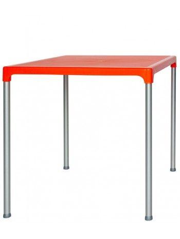 Tavolo con struttura in alluminio e piano in polipropilene