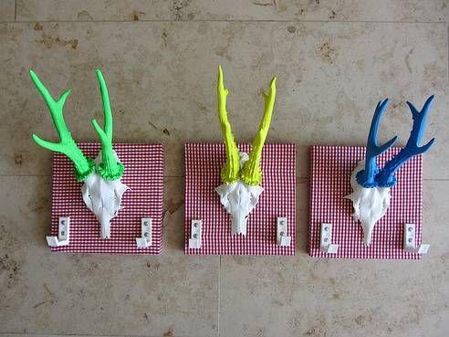 Geweih-Manufaktur: SPANNUNG - Geweihe auf Brettchen, welche mit Stoffen bespannt sind