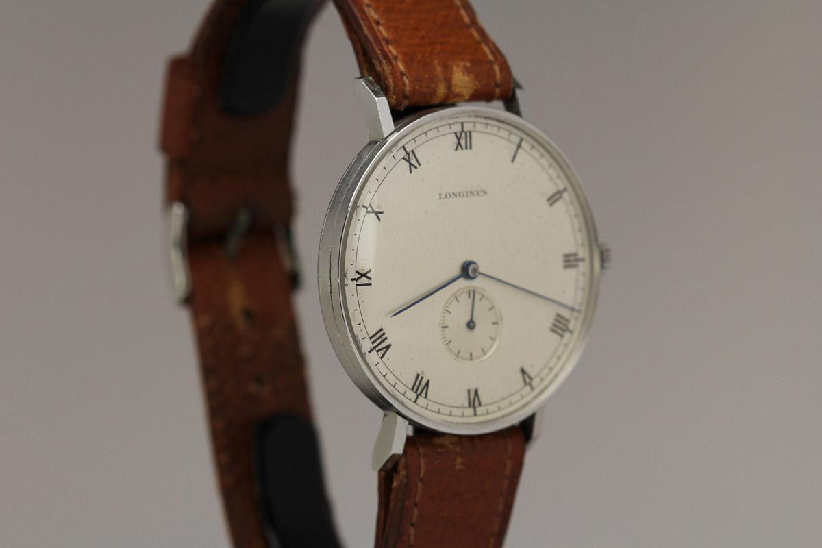 Она выполнена в стиле винтажных часов компании, выпускаемых в ых годах прошлого века.