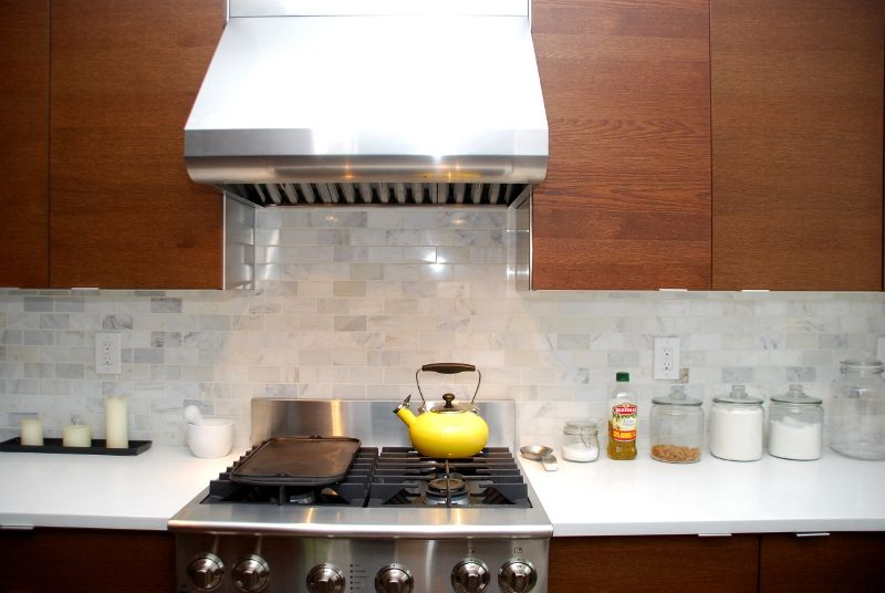 marble.htm white marble backsplash and professional range hood don t forget  white marble backsplash and